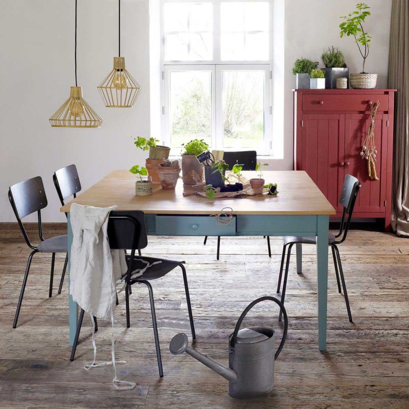 Cuisine avec table carrée style déco campagnarde 140 x 140 cm