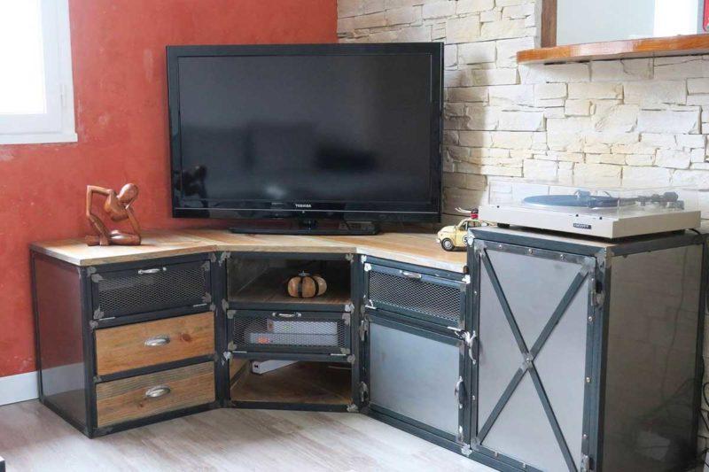 Meuble TV industriel en angle