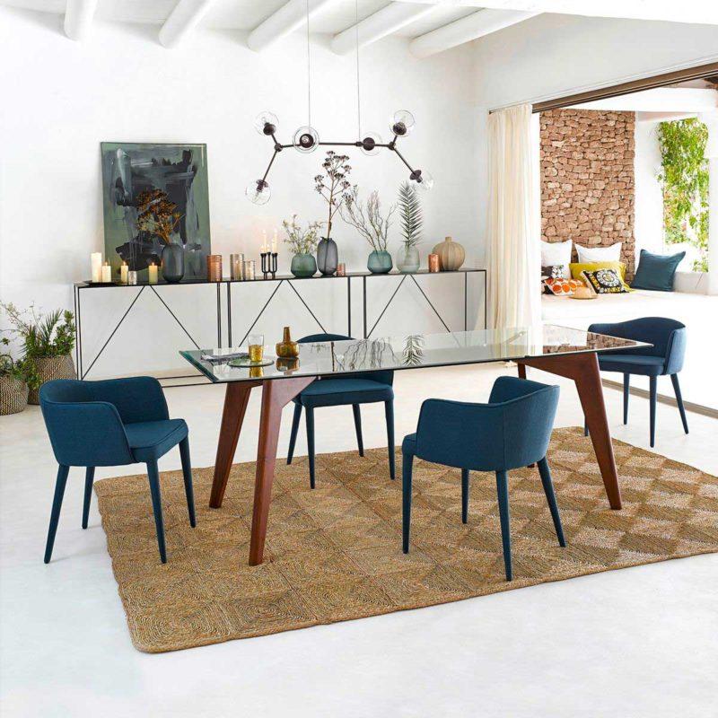 Salle à manger avec table design en verre et bois