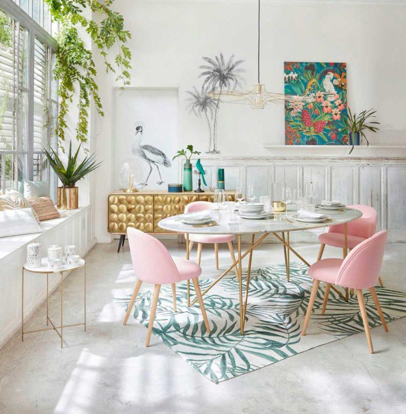 Salle à manger avec table en marbre