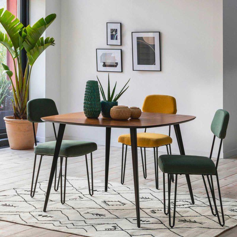 Salle à manger esprit vintage avec table carrée