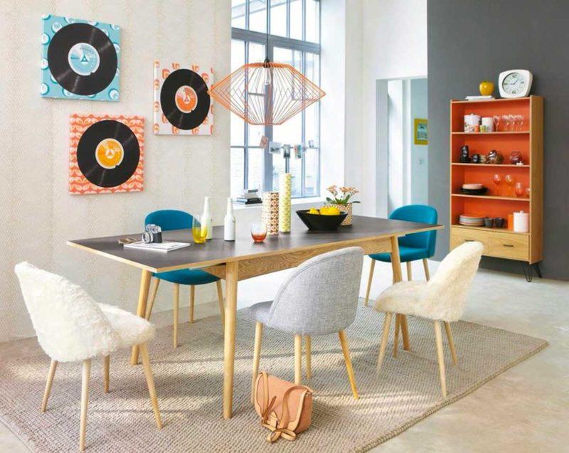 Table avec structure bois natruel et plateau noir