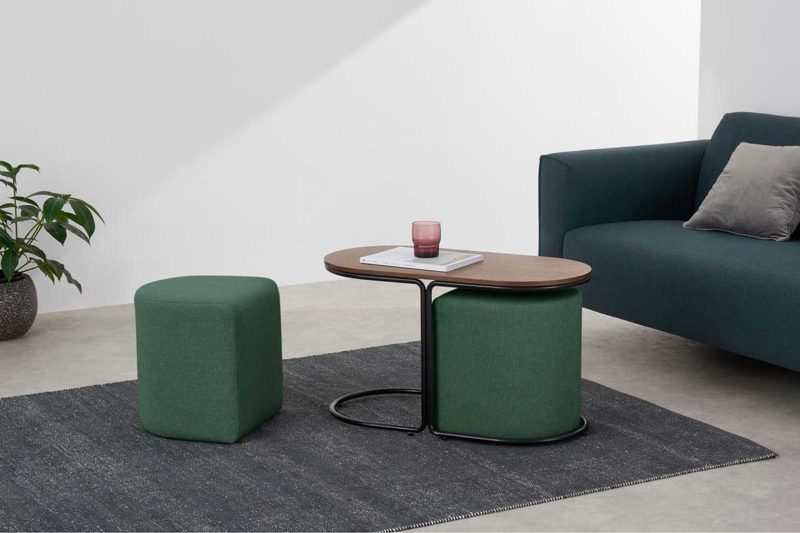 Table basse avec tabouret pouf design