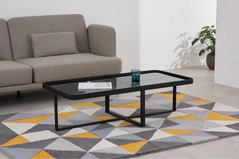 Table basse rectangulaire noire en verre