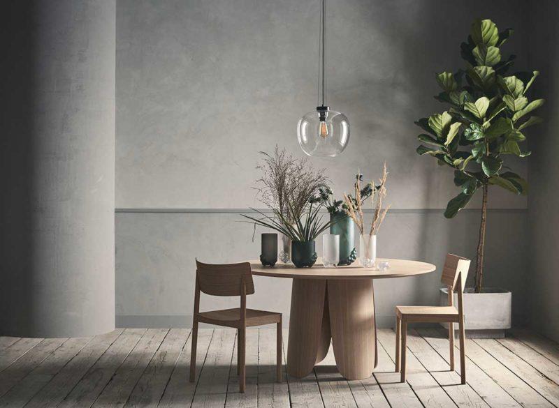 Table en bois au design original