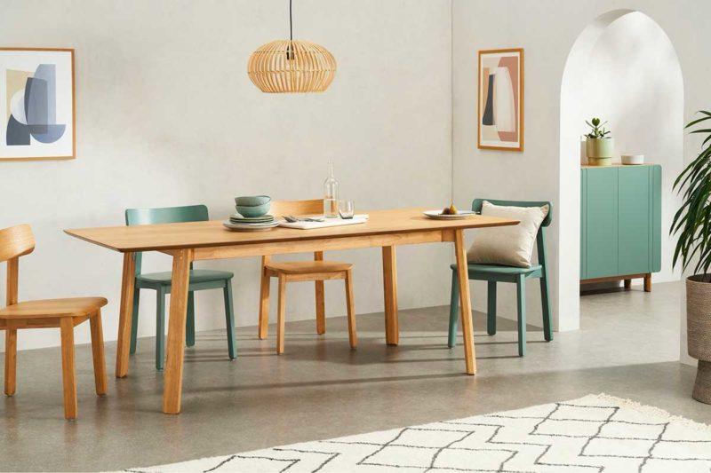 Table en bois clair à rallonges