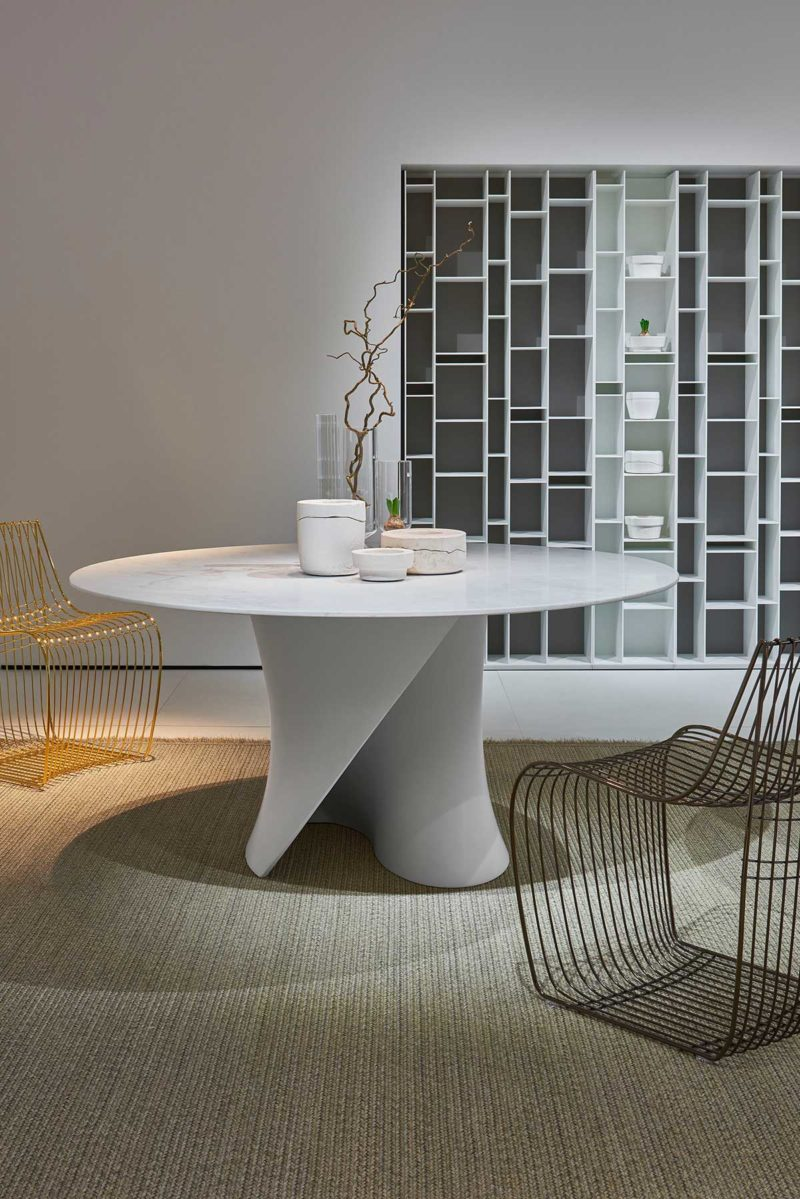 Table en marbre avec pied original