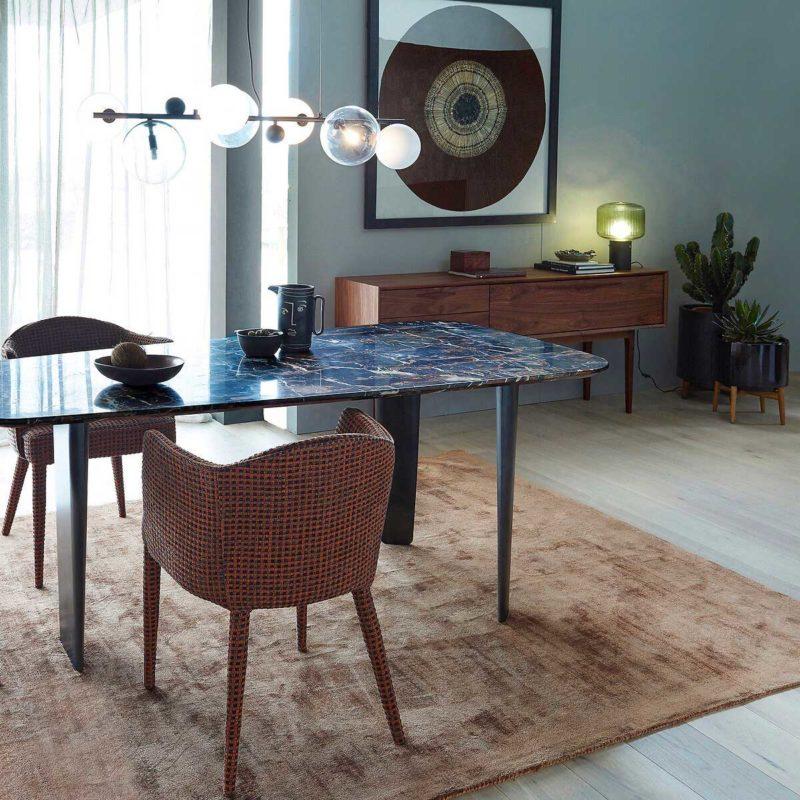 Table en marbre coloris ambré