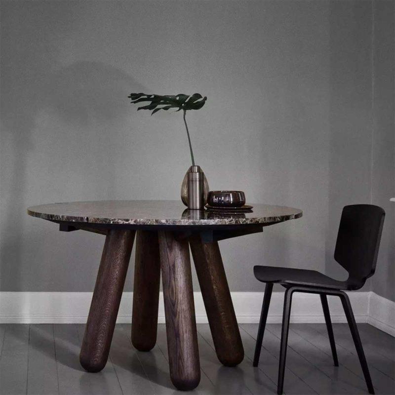 Table en marbre marron