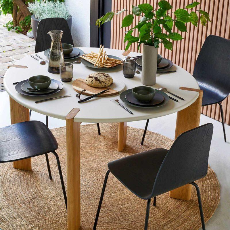 Table ronde au design original avec plateau blanc