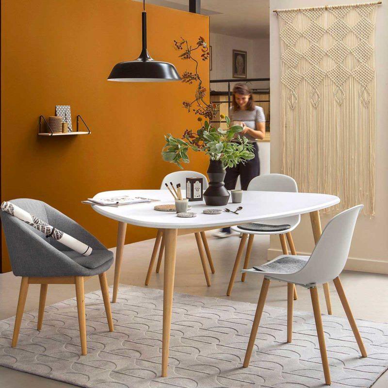 Table scandinave tripode plateau blanc pieds bois naturel