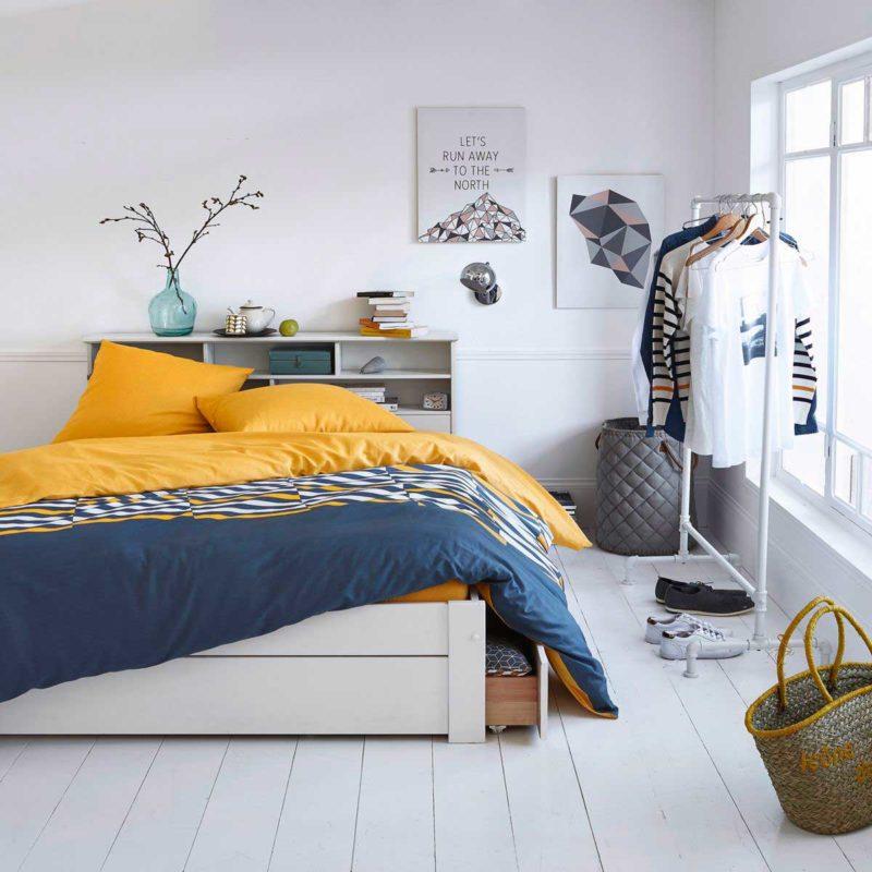 Chambre avec tête de lit équipée de rangements pour sommier 140 cm