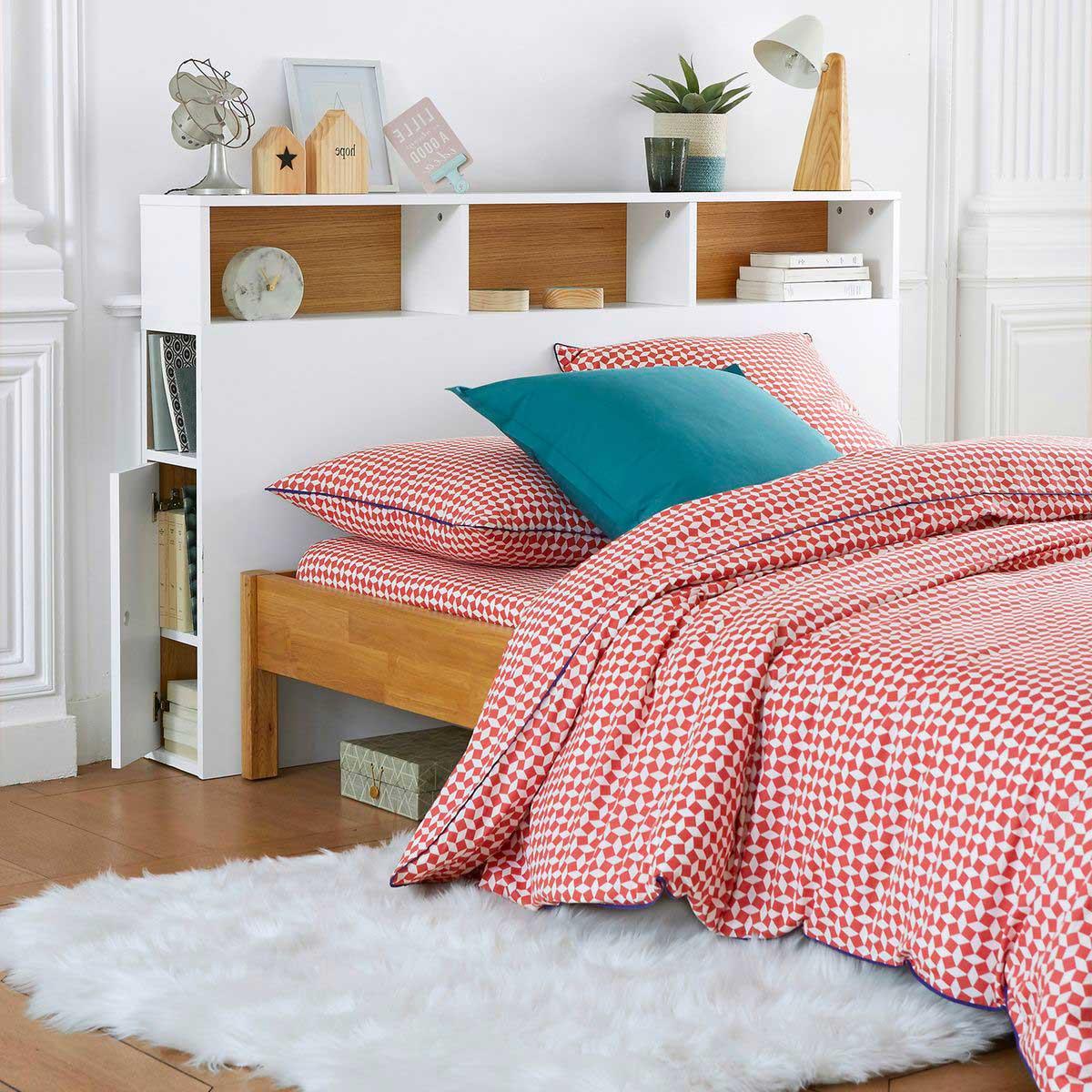 Tête de lit avec rangement : 18 étagères astucieuses