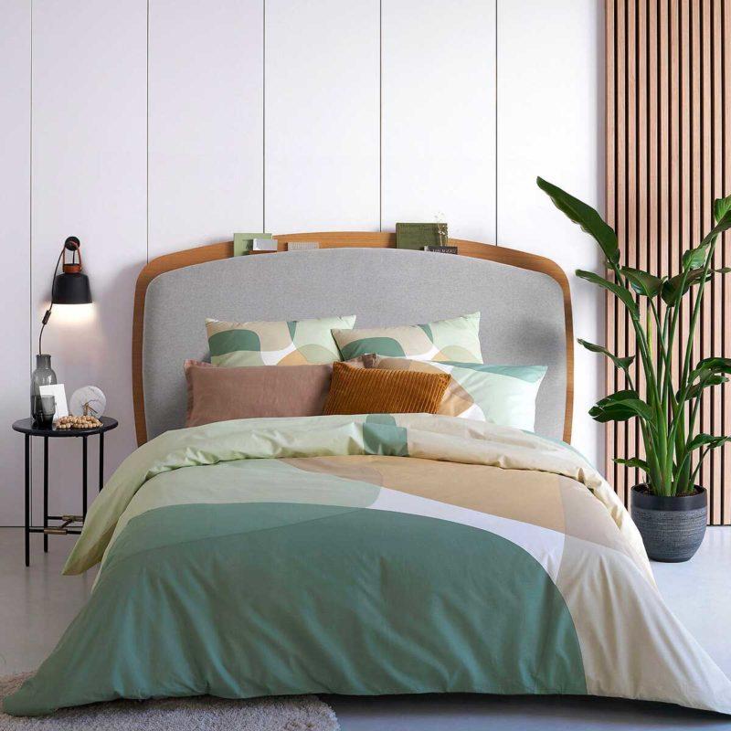 Tête de lit originale en bois et tissu