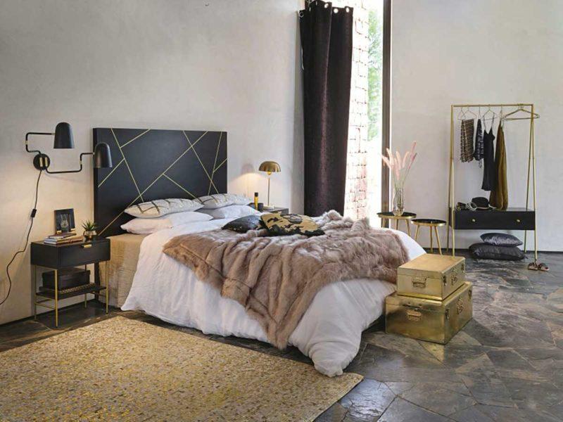 Tête de lit noire à motifs dorés