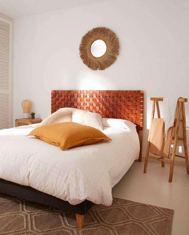 Tête de lit originale en cuir marron