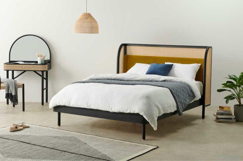 Tête de lit originale en rotin et velours