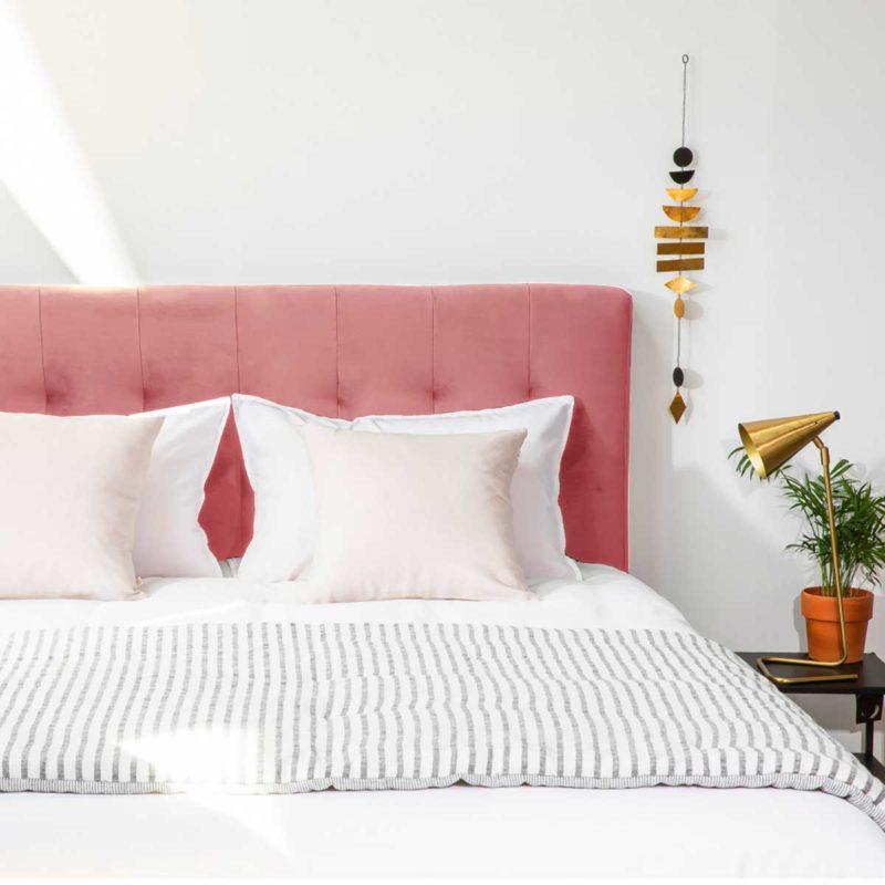 Tête de lit rose