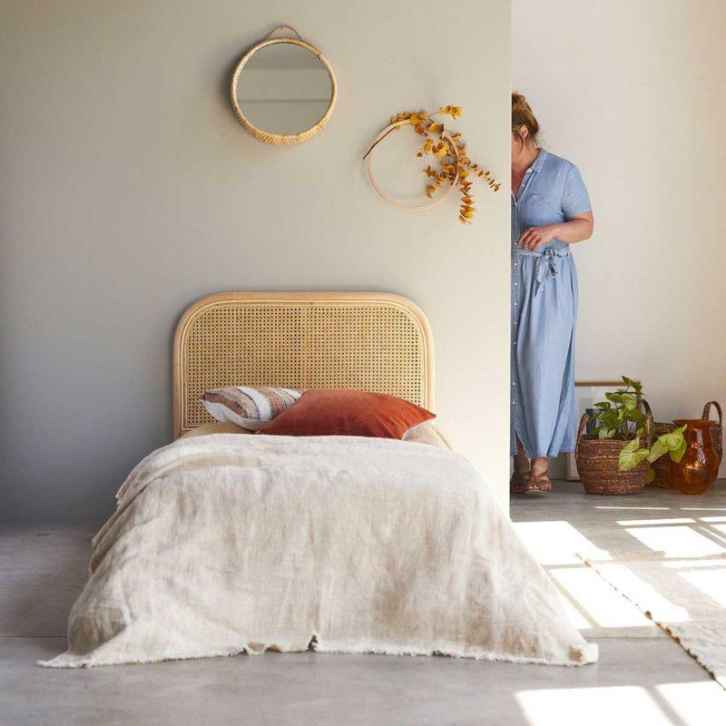 Tête de lit une personne en cannage