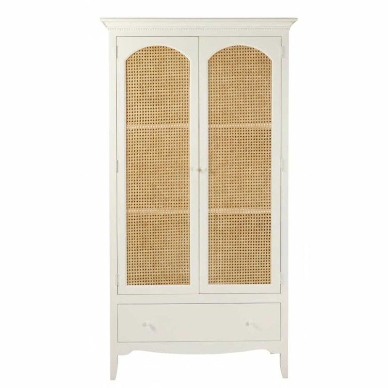 Armoire blanche au style classique avec portes en cannage