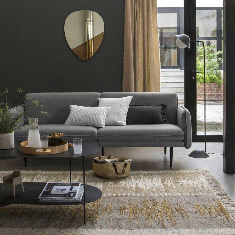 Salon avec canapé au style épuré