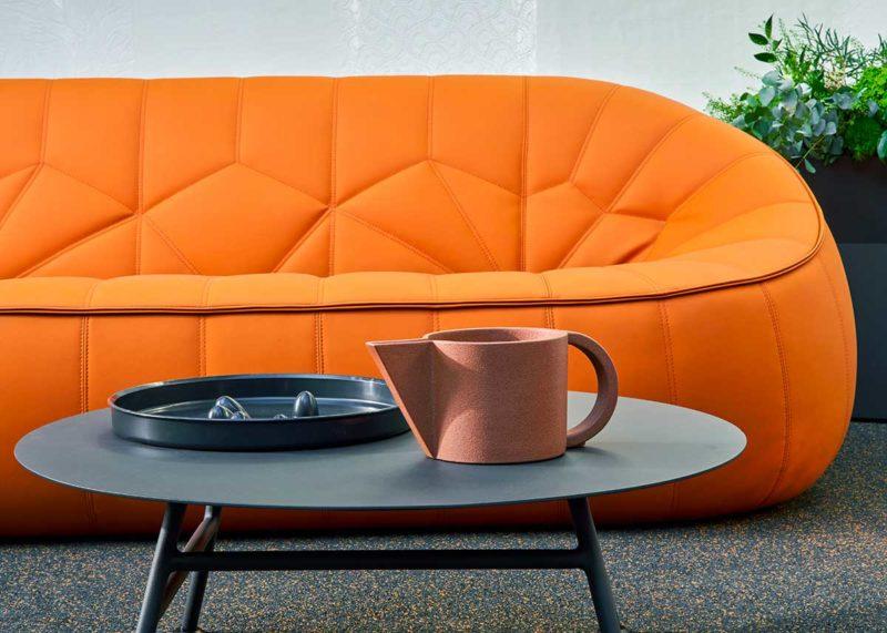 Canapé design en simili-cuir orange