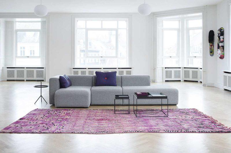 Canapé gris pour salon à la déco contemporaine