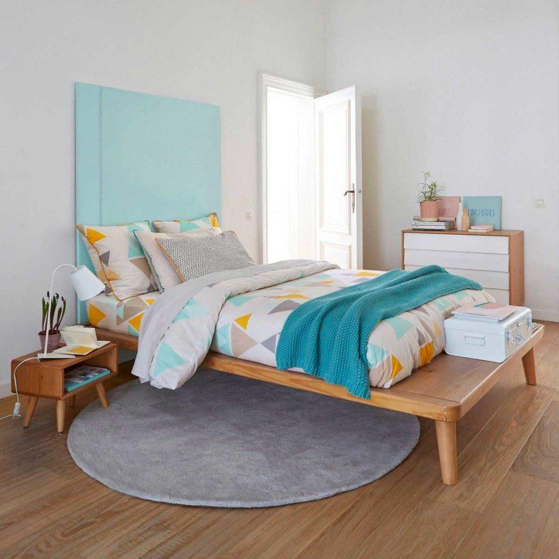 Chambre à la déco esprit design scandinave avec lit plateforme