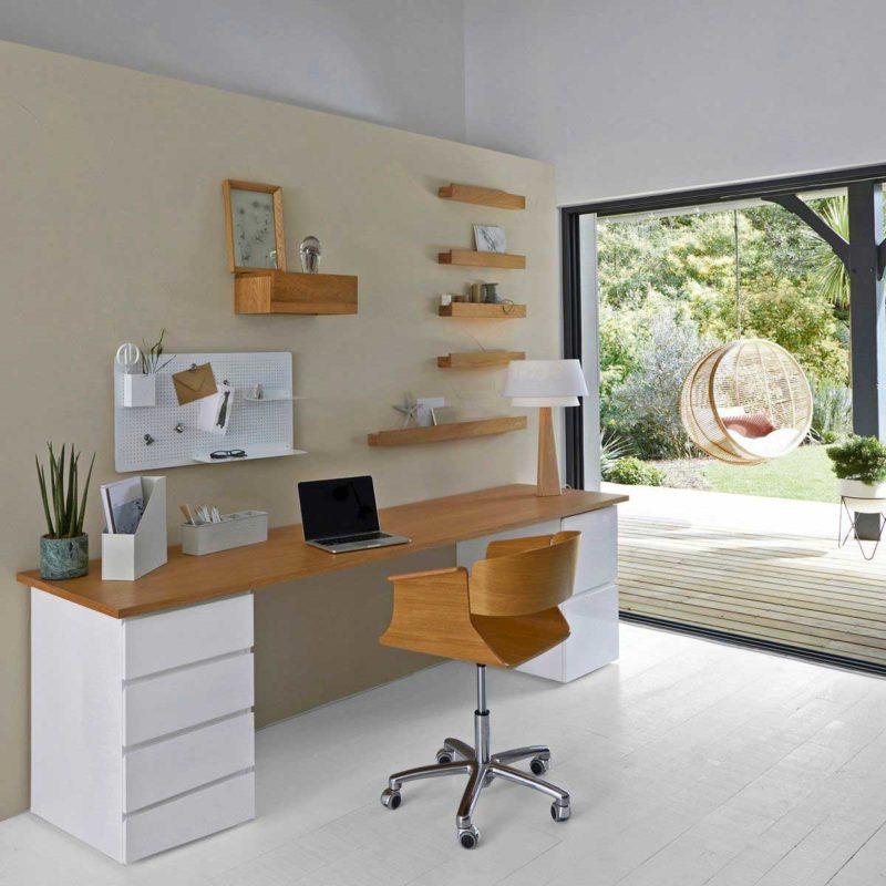 Fauteuil de bureau design en bois avec base chromée