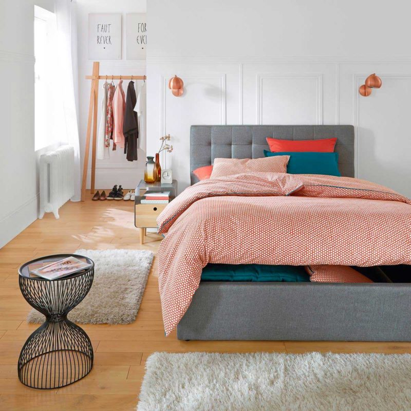 Lit coffre de rangement avec tete de lit capitonnée