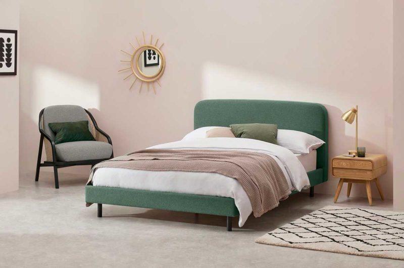 Lit en tissu vert au design moderne