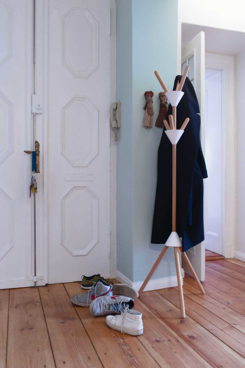 Porte-manteau sur pied pour déco scandinave