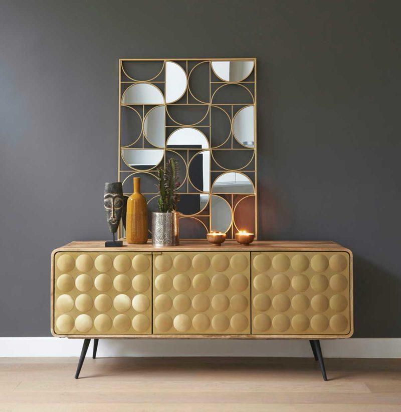 Buffet design avec portes en métal doré
