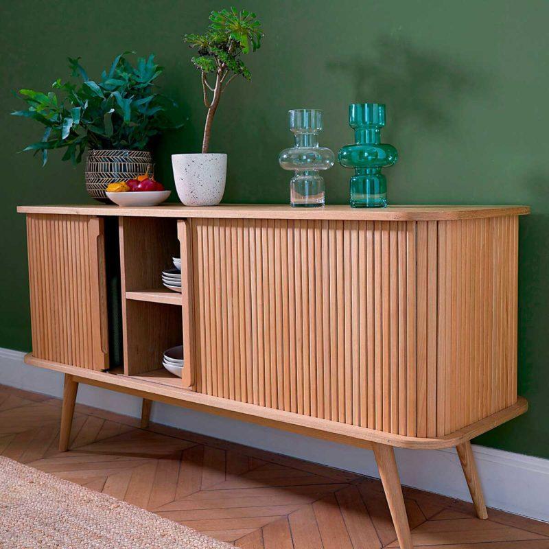 Buffet design en bois avec portes coulissantes
