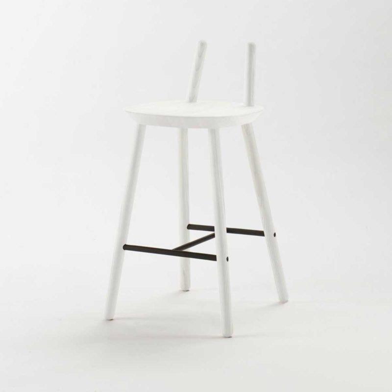 Chaise de bar blanche au design original