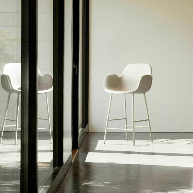 Chaise de bar blanche avec accoudoirs 65 cm de haut