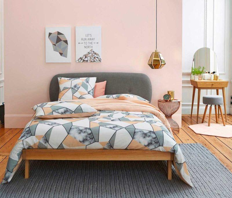 Chambre avec chevet rond en métal coloris cuivre