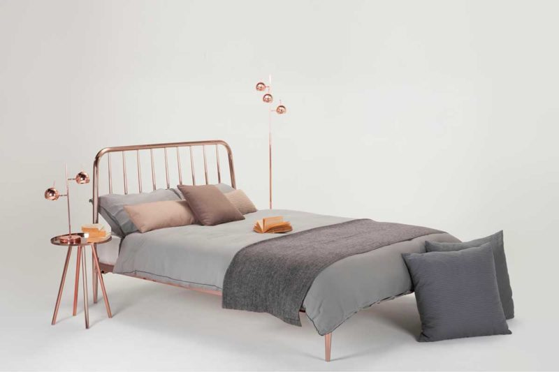 Chambre avec déco total look cuivre