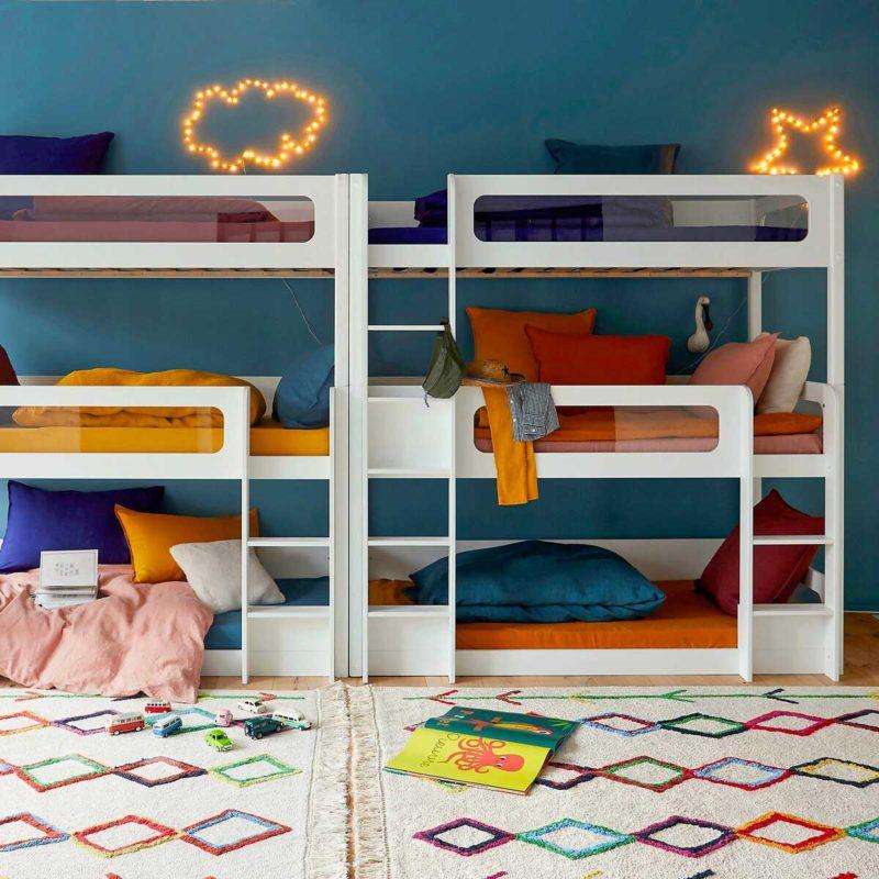 Chambre dortoir avec six couchages