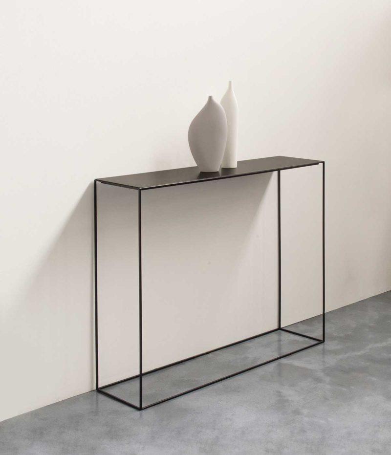 Console métallique au design moderne