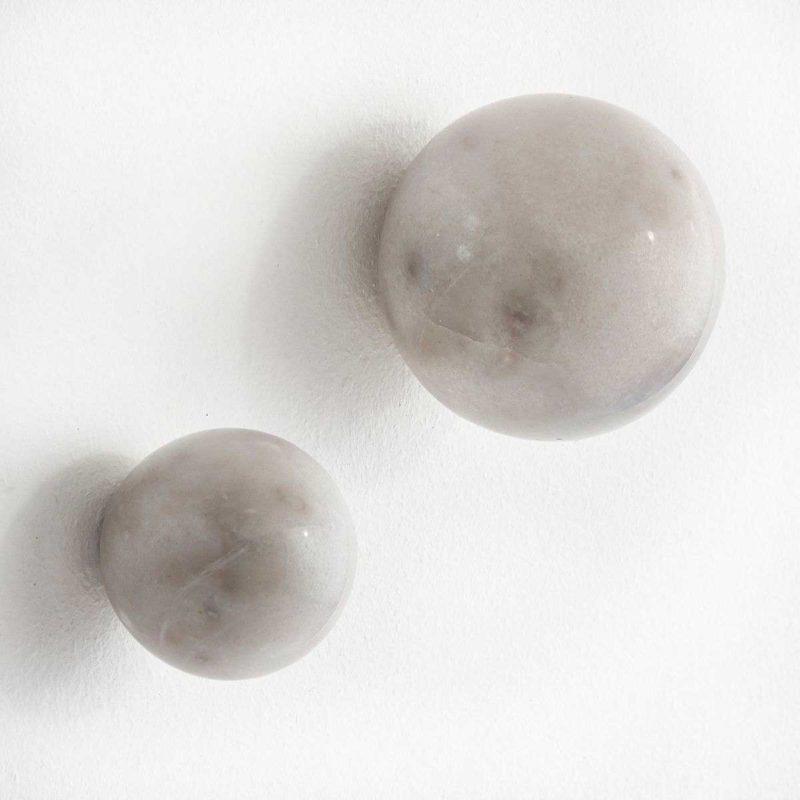 Patère boule en marbre blanc