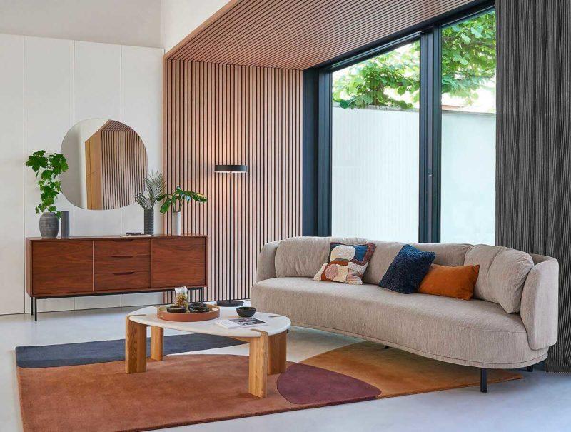 Salon avec tapis au style contemporain