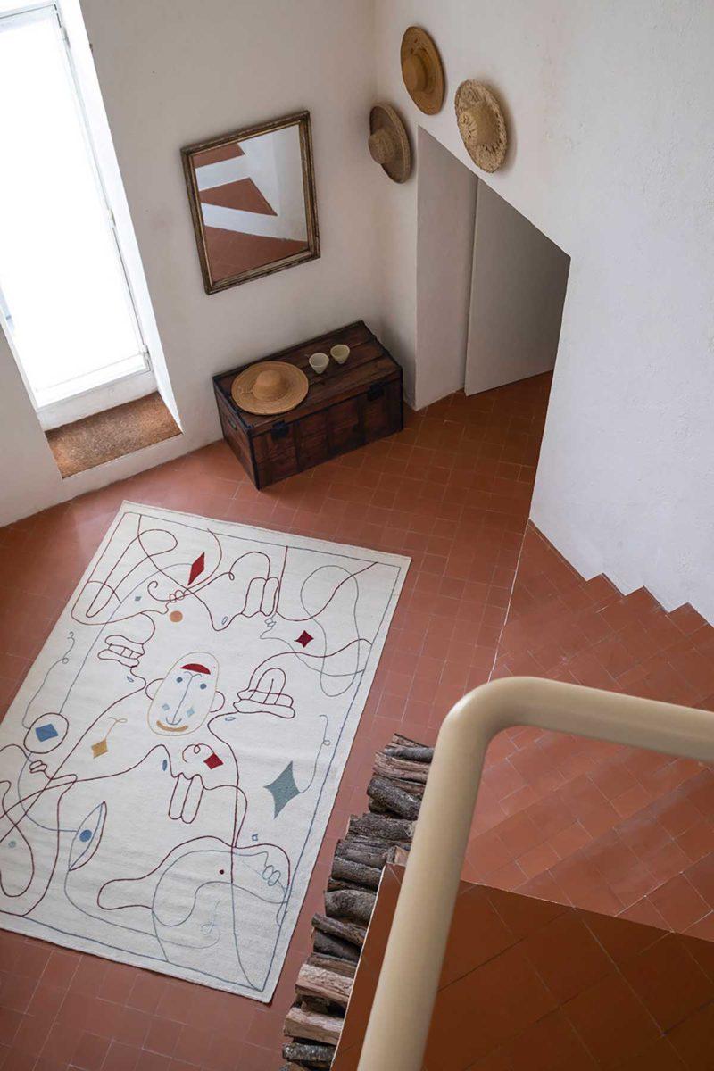 Tapis contemporain écru avec dessin