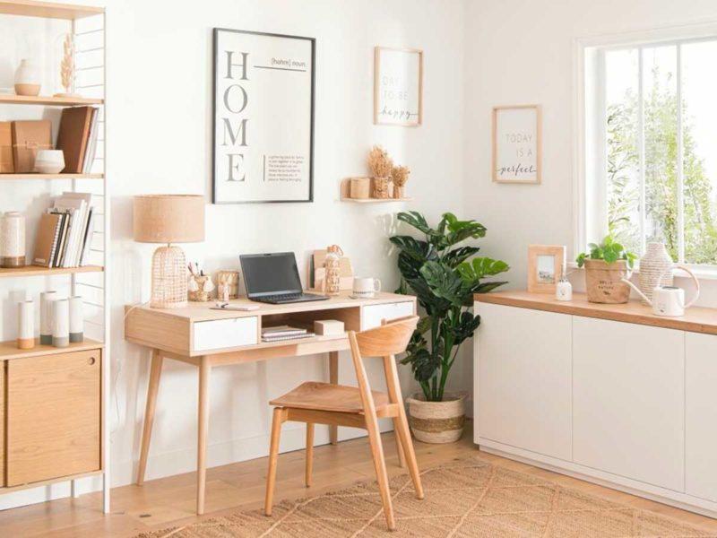Bureau avec chaise en bois clair