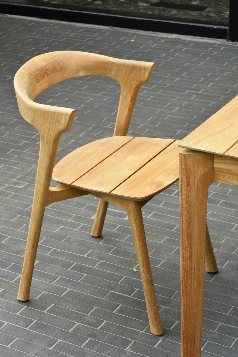 Chaise contemporaine en teck massif