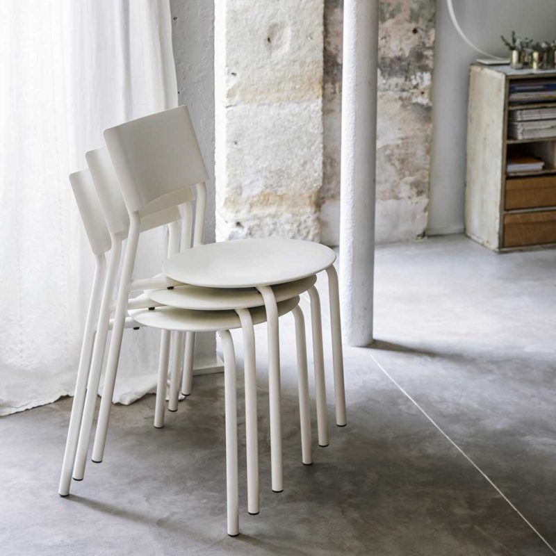 Chaise empilable blanche