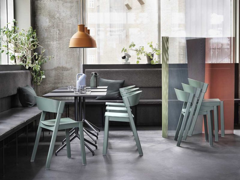 Chaise empilable contemporaine en bois
