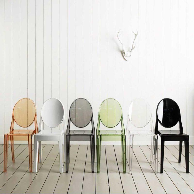 Chaise empilable en plastique transparent