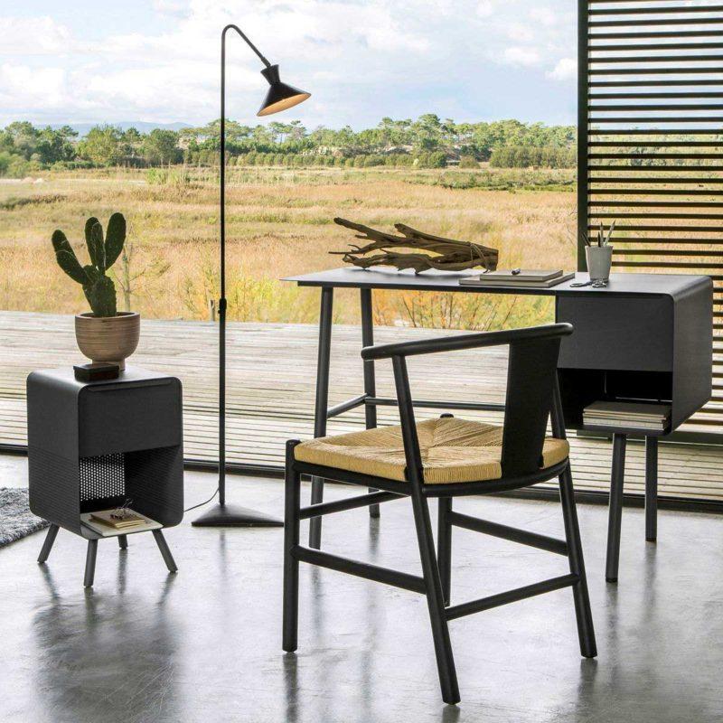 Chaise noire en bois et paille