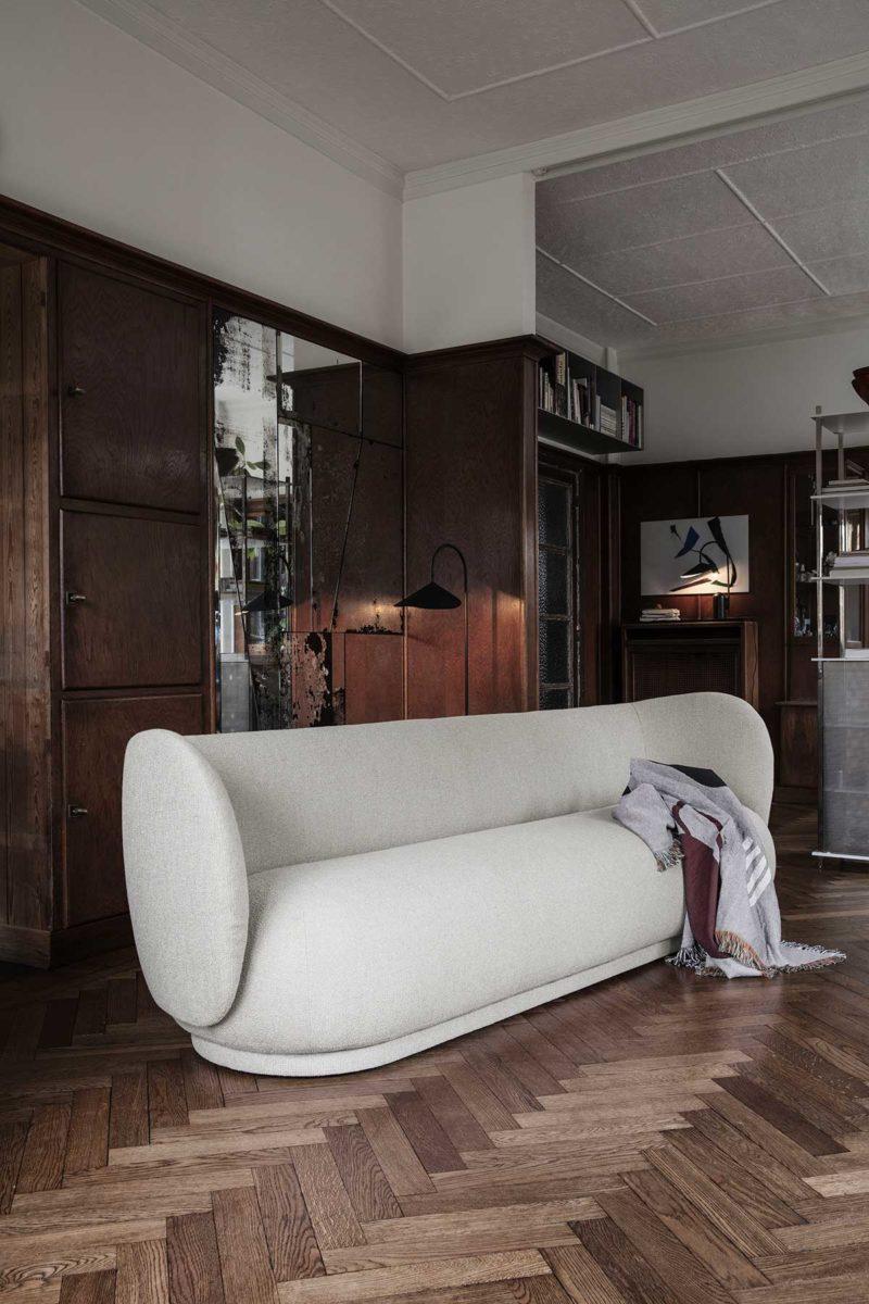 Design chic et arrondi pour ce canapé blanc